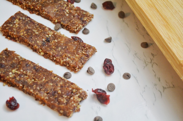 Mediterranean Monday: Cranberry Chocolate Low-Carb Granola Bars